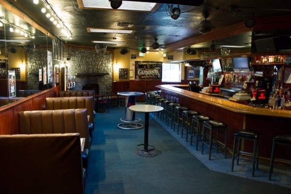 dans-bar-walnut-creek-interior-2