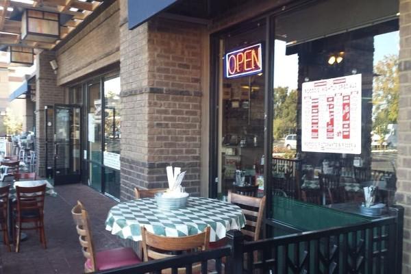 roccos-ristorante-pizzeria-walnut-creek-outside-2