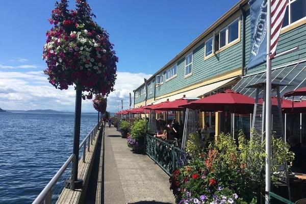 elliotts-oyster-house-seattle-exterior-2