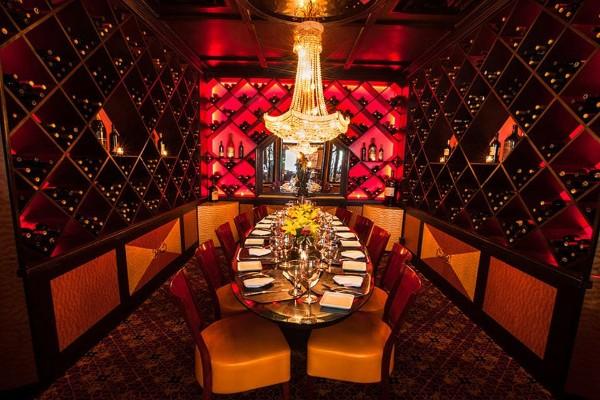 jeff-rubys-steakhouse-cincinnati-interior-9