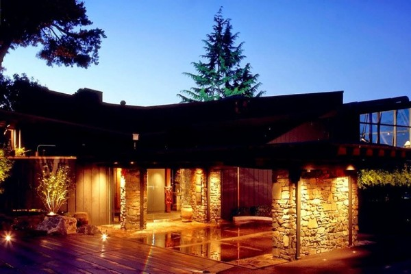 canlis-seattle-exterior-3