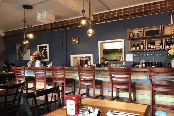 the-hideout-kitchen-lafayette-ca-interior-4