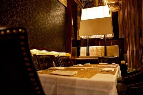 marble-room-steaks-and-raw-bar-cleveland-interior-8