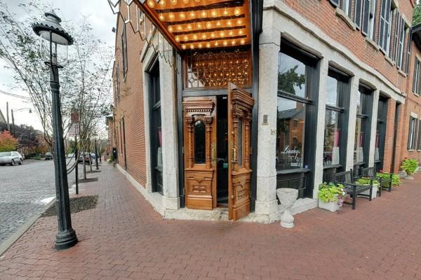 lindeys-restaurant-and-bar-columbus-exterior-1