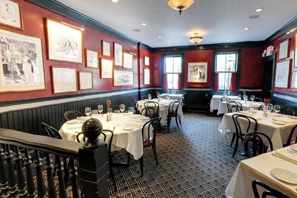 lindeys-restaurant-and-bar-columbus-interior-3