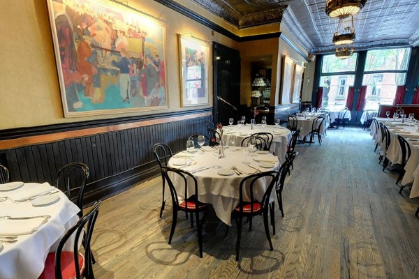 lindeys-restaurant-and-bar-columbus-interior-4