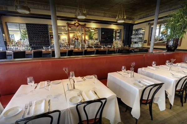 lindeys-restaurant-and-bar-columbus-interior-6