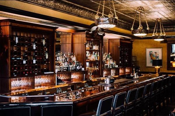 lindeys-restaurant-and-bar-columbus-interior-7