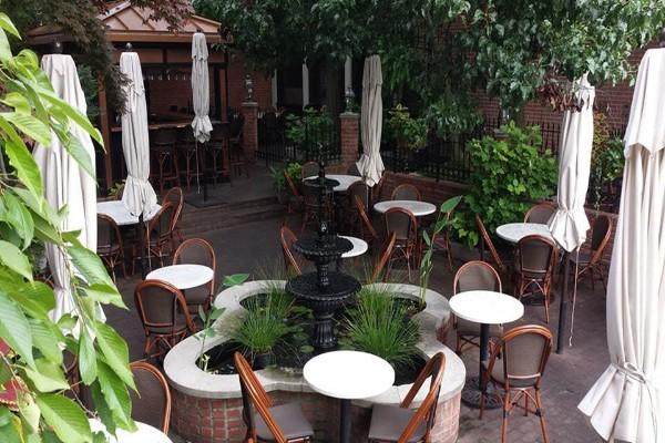 lindeys-restaurant-and-bar-columbus-outside-1