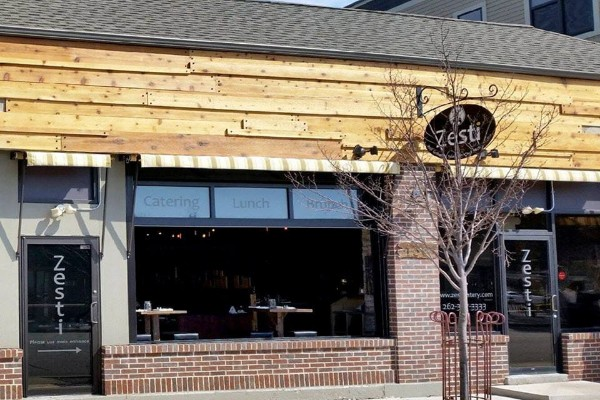 zesti-restaurant-hartland-wi-exterior-1