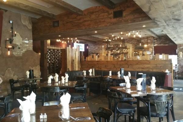 zesti-restaurant-hartland-wi-interior-1
