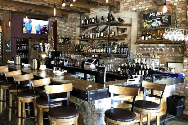 zesti-restaurant-hartland-wi-interior-3