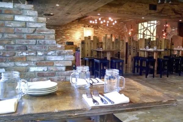 zesti-restaurant-hartland-wi-interior-7