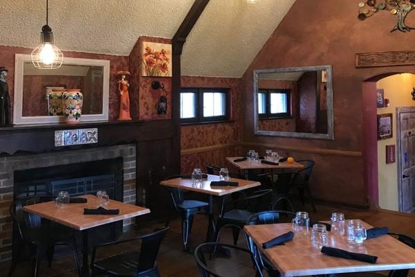 2mesa-mexican-eatery-milwaukee-wi-interior-1