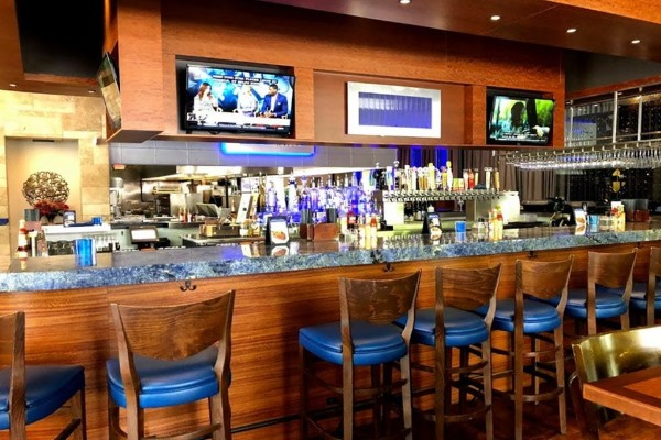 cafe-blue-classic-seafood-and-oyster-bar-austin-tx-interior-3