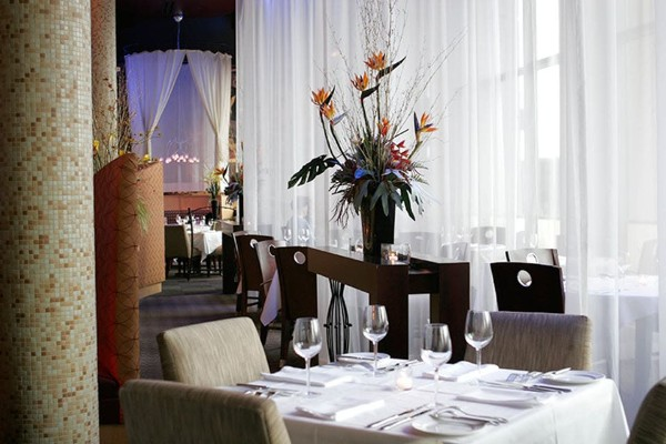 m-restaurant-and-bar-columbus-oh-interior-1