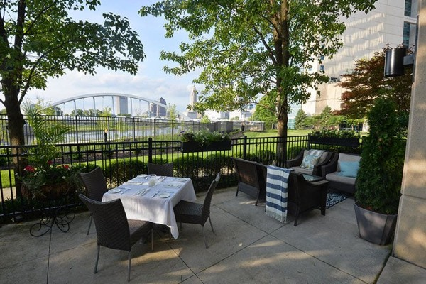 m-restaurant-and-bar-columbus-oh-outside-1