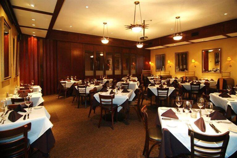 chamberlains steak and chop house dallas tx interior 4 768x512